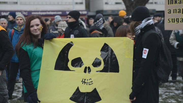 Civil tüntetés a paksi paktum ellen