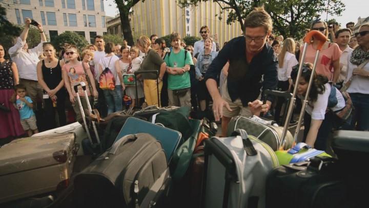 Még egy bőrönd – flashmob a Blahán