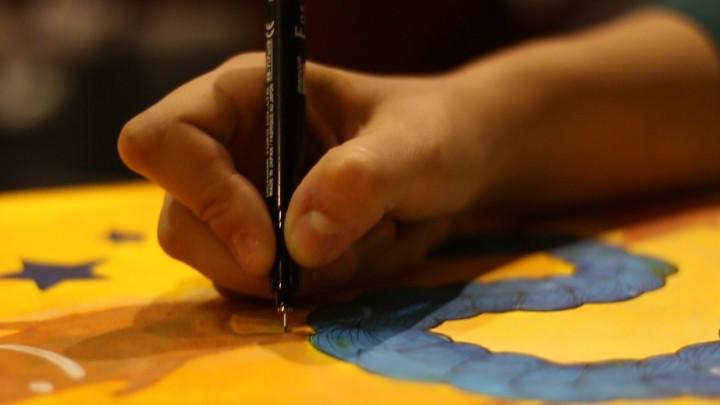 Mindenki bármit tud festeni, ami az ő világában van